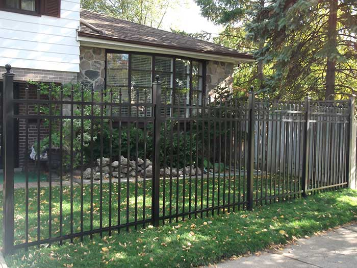 Aluminum-Fencing-Installation-in-Brampton by wholesalefence.ca
