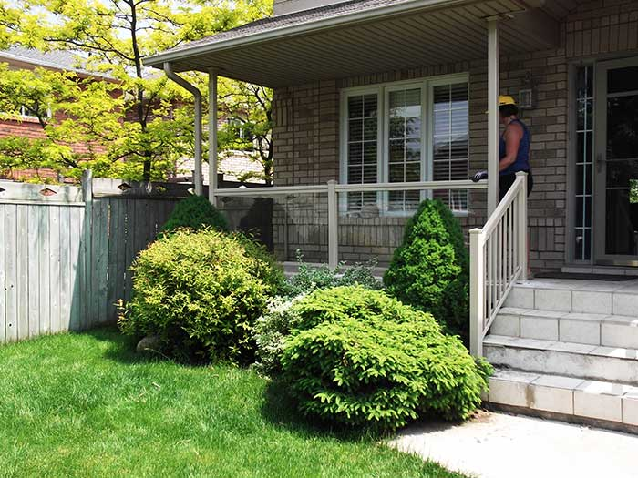 Aluminum-&-Glass-Railing-Installation-in-New-Home-in-Hamilton-Ontario by Fence Direct