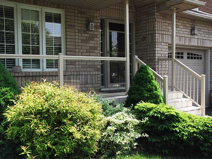 Aluminum-&-Glass-Railing-Installation-in-New-Home-in-Hamilton by Fence Direct