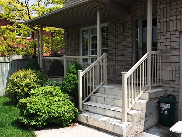 Aluminum-&-Glass-Railing-Installations-in-New-Home-in-Hamilton by Fence Direct