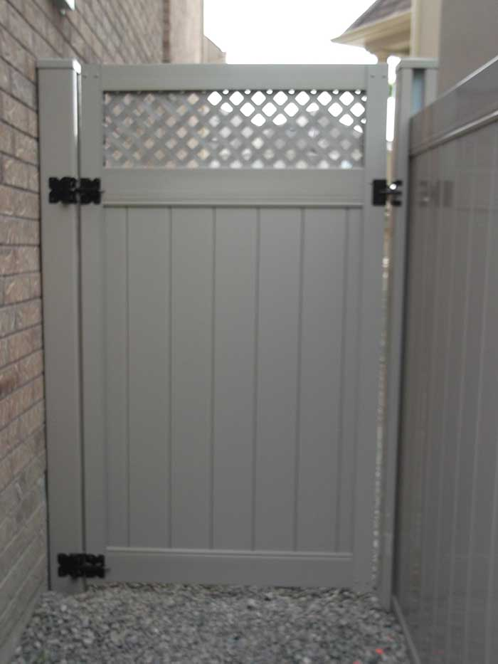 Full-Privacy-Vinyl-Fencing-Gate with latice -Installation-in-Burlington-Ontario by wholesalefence.ca
