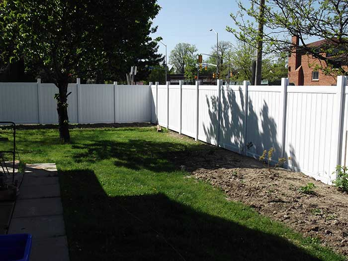 Privacy-Vinyl-Fencing-Installation by wholesalefence.ca