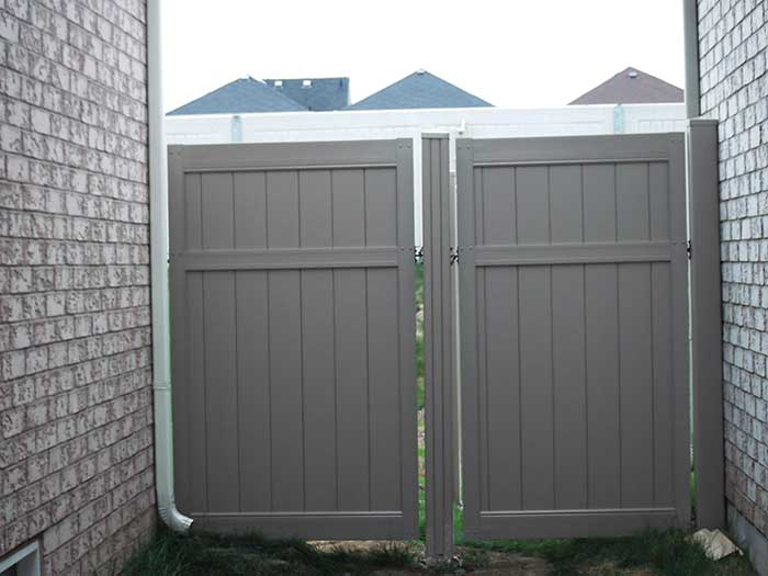 Vinyl-Fencing-Gates-Installated-in-Whitby by wholesalefence.ca
