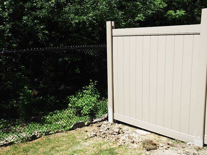 Vinyl-Fencing-Installation-in-House-in-Oshawa by wholesalefence.ca