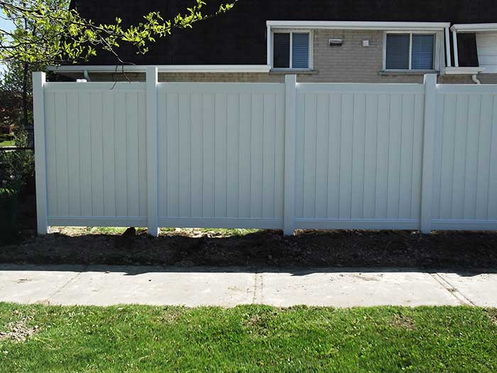 Vinyl-Fencing with Latice Installation-in-the-Backyard by wholesalefence.ca