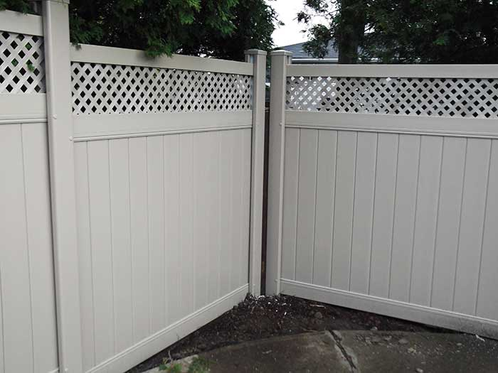 Vinyl-Fencing with Latice Installed-in-Markham by wholesalefence.ca