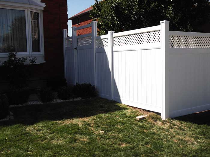 Vinyl-Fencing-with-Latice-Installed-in-Richmond-Hill-Ontario by wholesalefence.ca