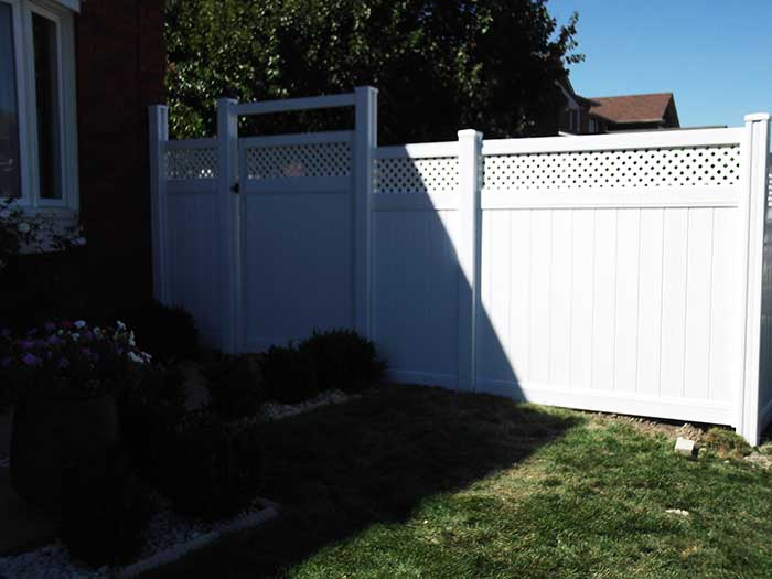 Vinyl-Fencing-with-Latice-Installed-in-Richmond-Hill by wholesalefence.ca