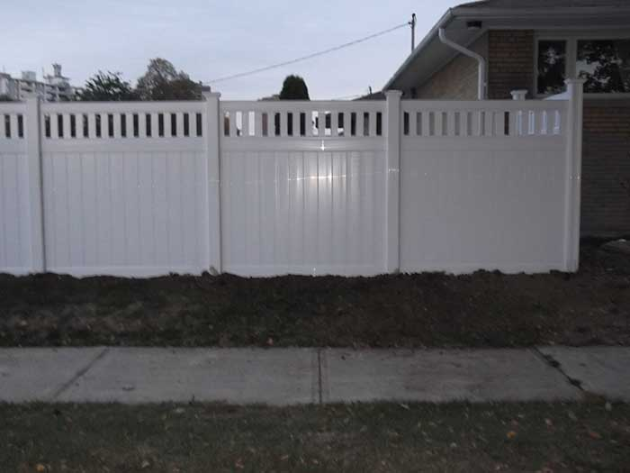Vinyl-Fencing-with-Picket-Insstalled-in-Brampton by Fence wholesalefence.ca