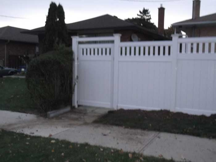 Vinyl-Fencing-with-Picket-and-Gate-Insstalled-in-Brampton-Ontario by wholesalefence.ca