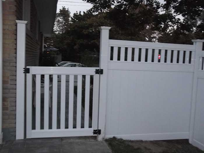 Vinyl-Fencing-with-Picket-and-Gate-Insstalled-in-Brampton by wholesalefence.ca