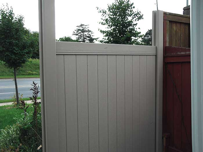 Vinyle-Fencing-Installation-in-Oshawa by wholesalefence.ca