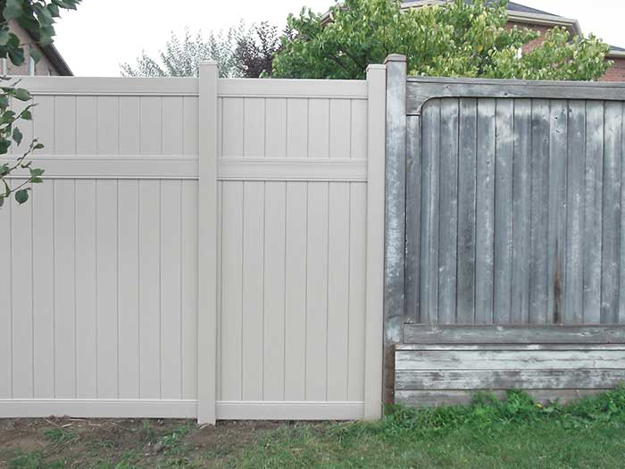 Vinyle-Fencing-Installation-in-a-Sub-Division-in-Aurora-Ontario by wholesalefence.ca